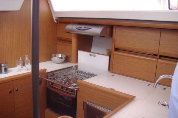 Jeanneau 57 Champagne Küche mit Ofen