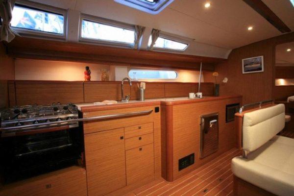 Yachting 2000 - Sun Odyssey 49i Skazka Salon