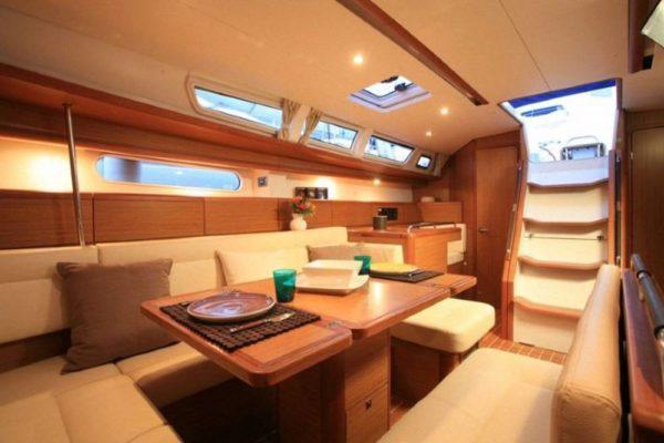 Yachting 2000 - Sun Odyssey 49i Skazka Salon Tisch