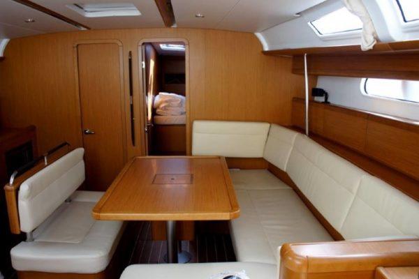 Yachting 2000 - Sun Odyssey 49i Skazka Salontisch