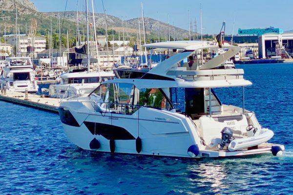 Absolute Fly 47 im Hafen - Yachtcharter in Kroatien mit Yachting 2000