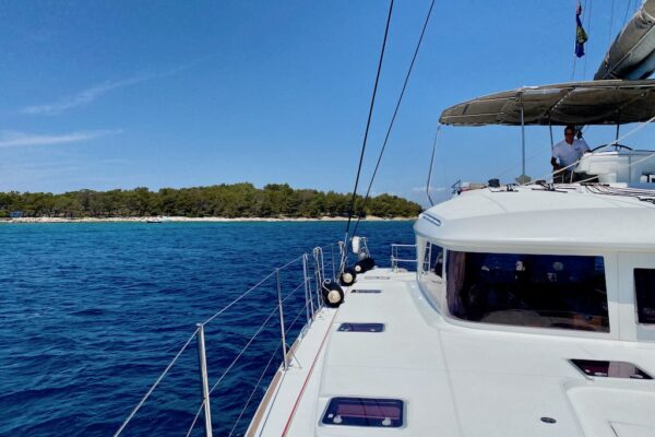Yachting 2000 Lagoon 560 Luxury Yacht
