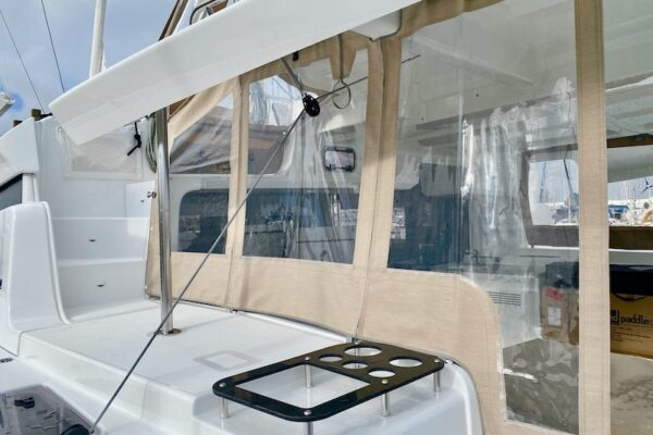 Lagoon 46 KARI Yachting2000 Cockpit