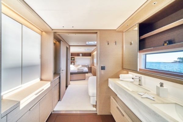 Lagoon SIXTY 5 Badezimmer | Yachtcharter | Yachting 2000