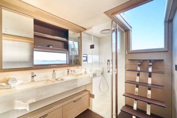 Lagoon SIXTY 5 Badezimmer Skipperkabine | Yachtcharter | Yachting 2000