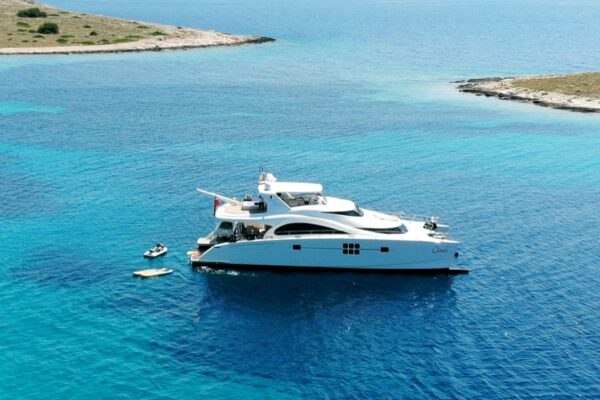 yachting 2000 charter yacht invest