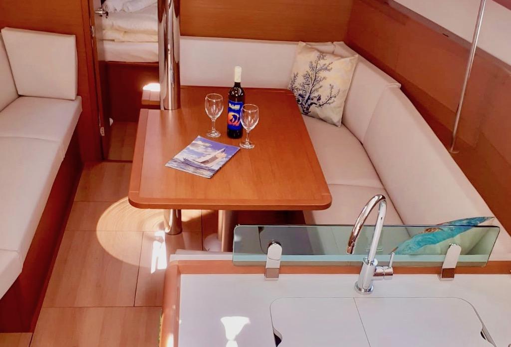 Yachting 2000 Sun Odyssey 389 Santana