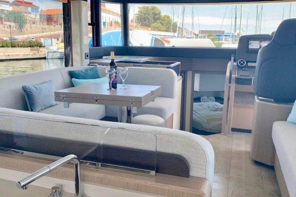 Absolute Navetta 48  Charter Yachting 2000